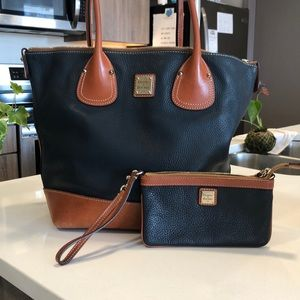 Handbag with matching wristlet